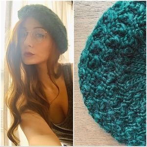💎 SOLD 💎 Hand Knit Green Beret